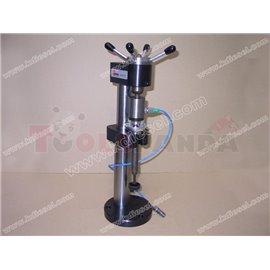Стенд за тестване за течове, инжекторен клапан. Стендът генерира налягане от 300 бара, като по този начин позволява проверката н
